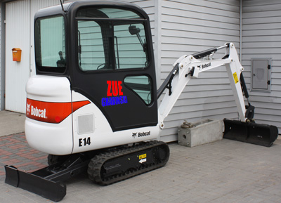 Usługi minikoparką Bobcat E14
